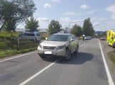 Nehoda přímo v křižovatce komplikuje dopravu v Brodské