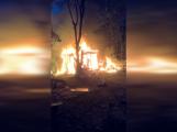 Video: Jak vypadal noční požár před příjezdem hasičů