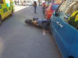 Právě teď: U Dopravního úřadu došlo ke srážce osobního vozu s motorkářem