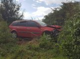 Aktuálně: U Milína skončilo auto mimo komunikaci