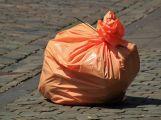 Nedostatek míst na kontejnery chce město řešit nádobami a pytlemi na odpad