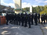 Stadion Na Litavce obsadili policisté i výtržníci