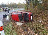 Aktuálně: Auto skončilo po nehodě na boku