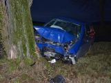 Právě teď: Čelní náraz do stromu ukončil cestu řidiči u Sedlčan