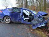 Auto narazilo do stromu, záchranáři povolali na pomoc vrtulník LZS