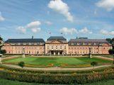 Hvězdy světového kalibru na jediném pódiu zazpívají na nádvoří zámku Dobříš