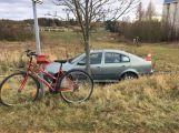Řidička nedala přednost ženě jedoucí na kole, ta skončila v nemocnici