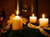 V neděli zapálíme první svíčku na adventním věnci
