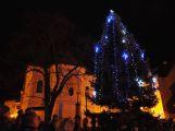Při rozsvícení vánočního stromu v Rožmitálu pod Třemšínem lidé zaplnili celé náměstí