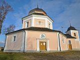 Kostel sv. Barbory v Pročevilech bdí nad okolní krajinou