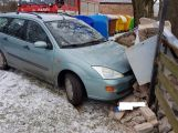 """Právě teď: Řidička """"zaparkovala"""" o elektrorozvaděč"""