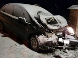 Aktuálně: Čelní střet ukončil jízdu dvou vozidel