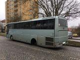 Právě teď: Autobusu v centru města upadla za jízdy kola a skončila mimo vozovku