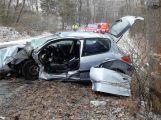 Řidička při nehodě zůstala ve vozidle zaklíněná, zasahují veškeré složky IZS