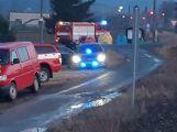 Právě teď: Traktor vrazil vidle do cesty projíždějícímu vlaku