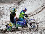 Čmeláčí vítání jara na Pichcích, aneb sajdkárkrosoví bratři a další jezdci na trati