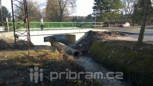 Most přes Litavku je po několika měsících opět v provozu