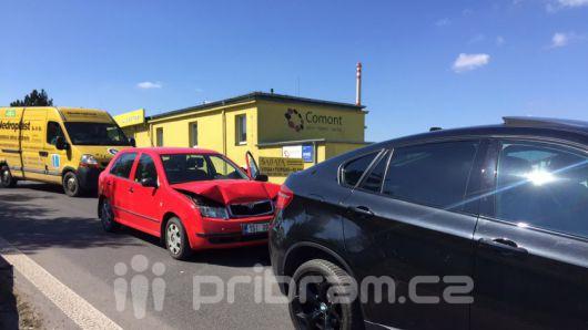 Drobná nehoda komplikuje provoz v Husově ulici