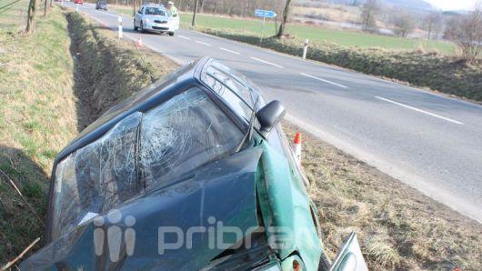 Po čelním nárazu zůstal řidič hospitalizovaný v nemocnici