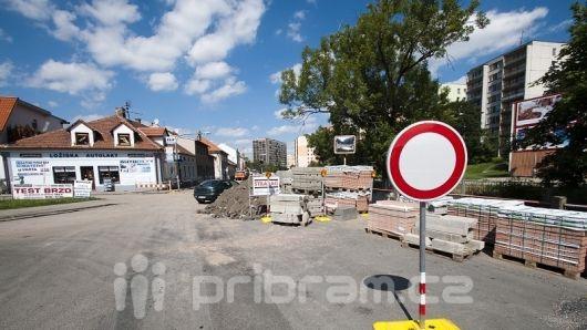 V ulici K Dolu Marie pokračují stavební práce