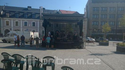 Město koupí vlastní pódium, vyjde na téměř 900 tisíc