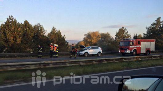 Nehoda dvou vozidel na R4, projíždějte opatrně