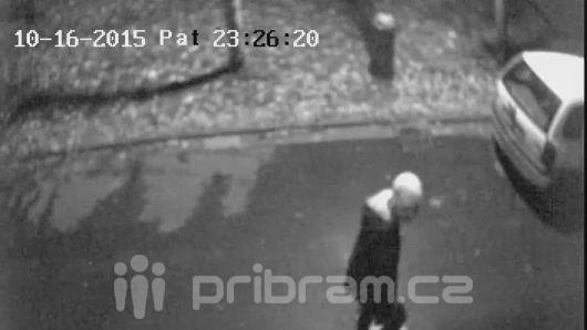 Před Colorem napadli 2 muže, policie hledá svědky