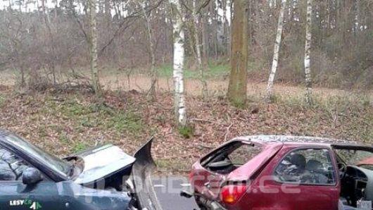 Mezi Oborami a Dublovicemi se srazily dva vozy a autobus