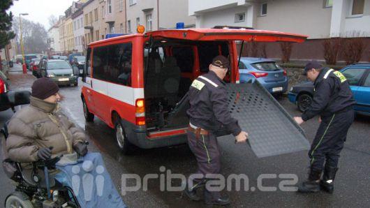 Vozíčkářům v nesnázích pomůže speciálně upravené auto
