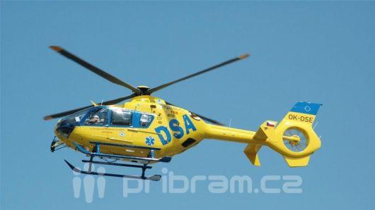 Tragédie na Dobříši: Pro popálené děti letěly 2 vrtulníky