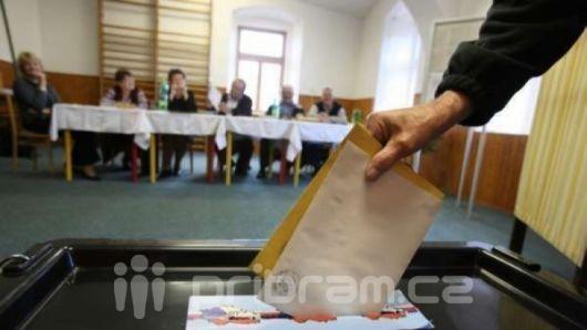 Do krajských voleb ve středních Čechách jde zatím sedm uskupení