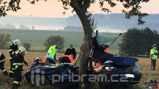 U vážné nehody u Bobovic zasahuje vrtulník
