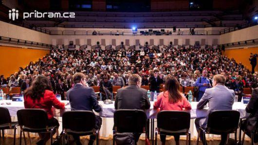 Na setkání s vedením kraje přijelo 600 středočeských starostů