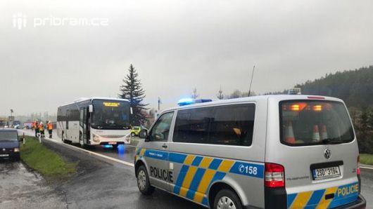 AKTUÁLNĚ: Srážka busu s chodcem v Dubenci ucpala D4 v obou směrech