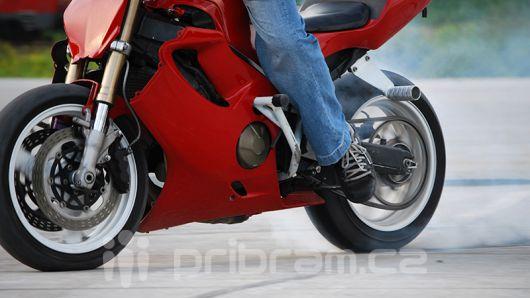 Slunečný víkend vylákal motorkáře na silnice, dva měli nehodu