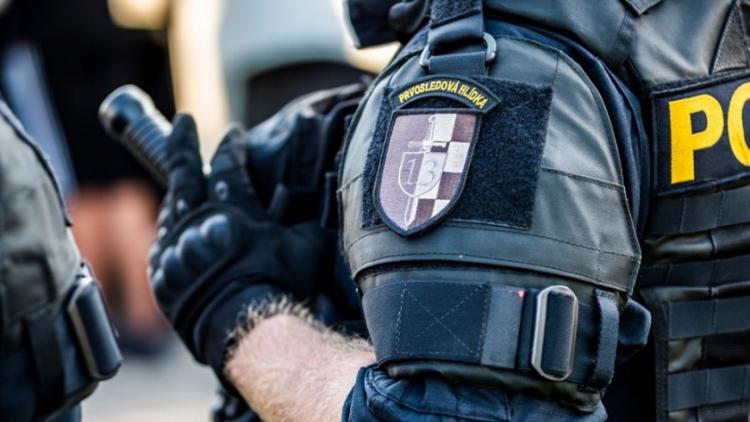Policie rozkryla obří podvod, stovky lidí poslaly přes 290 milionů korun