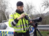 Řidiči stále podceňují poutání a telefonování za jízdy, policisté si na ně posvítili
