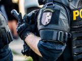 Anonym volal na policii, že po České republice šíří koronavirus. Středočeští policisté muže rychle dopadli