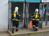 Obrazem: Taktické cvičení složek IZS na příbramském zimním stadionu (12)