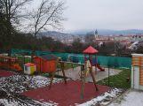 Za prostředky z dotací byla vybudována ložnice ve školce pod Svatou Horou ()