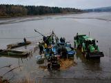 Dolejší Padrťský rybník byl pod útokem rybářů (7)