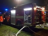 VIDEO: U požáru zemědělského objektu v tuto chvíli zasahuje několik jednotek hasičů ()