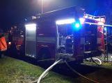 VIDEO: U požáru zemědělského objektu v tuto chvíli zasahuje několik jednotek hasičů (3)