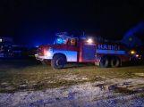 VIDEO: U požáru zemědělského objektu v tuto chvíli zasahuje několik jednotek hasičů (4)