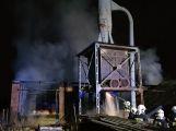 VIDEO: U požáru zemědělského objektu v tuto chvíli zasahuje několik jednotek hasičů (6)