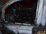 Atuálně: Požár zničil osobní vůz na LPG pohon, hořet začal za jízdy (5)