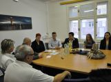 Žáci ZŠ Jiráskovy sady předali řediteli Oblastní nemocnice Příbram výtěžek z charitativních akcí (2)