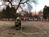 K hořícímu stromu právě teď vyjel HZS Příbram (2)
