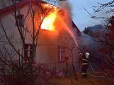 Hasiči zachránili ženu při požáru rodinného domu v Příbrami (13)