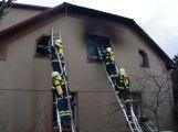 Hasiči zachránili ženu při požáru rodinného domu v Příbrami (5)